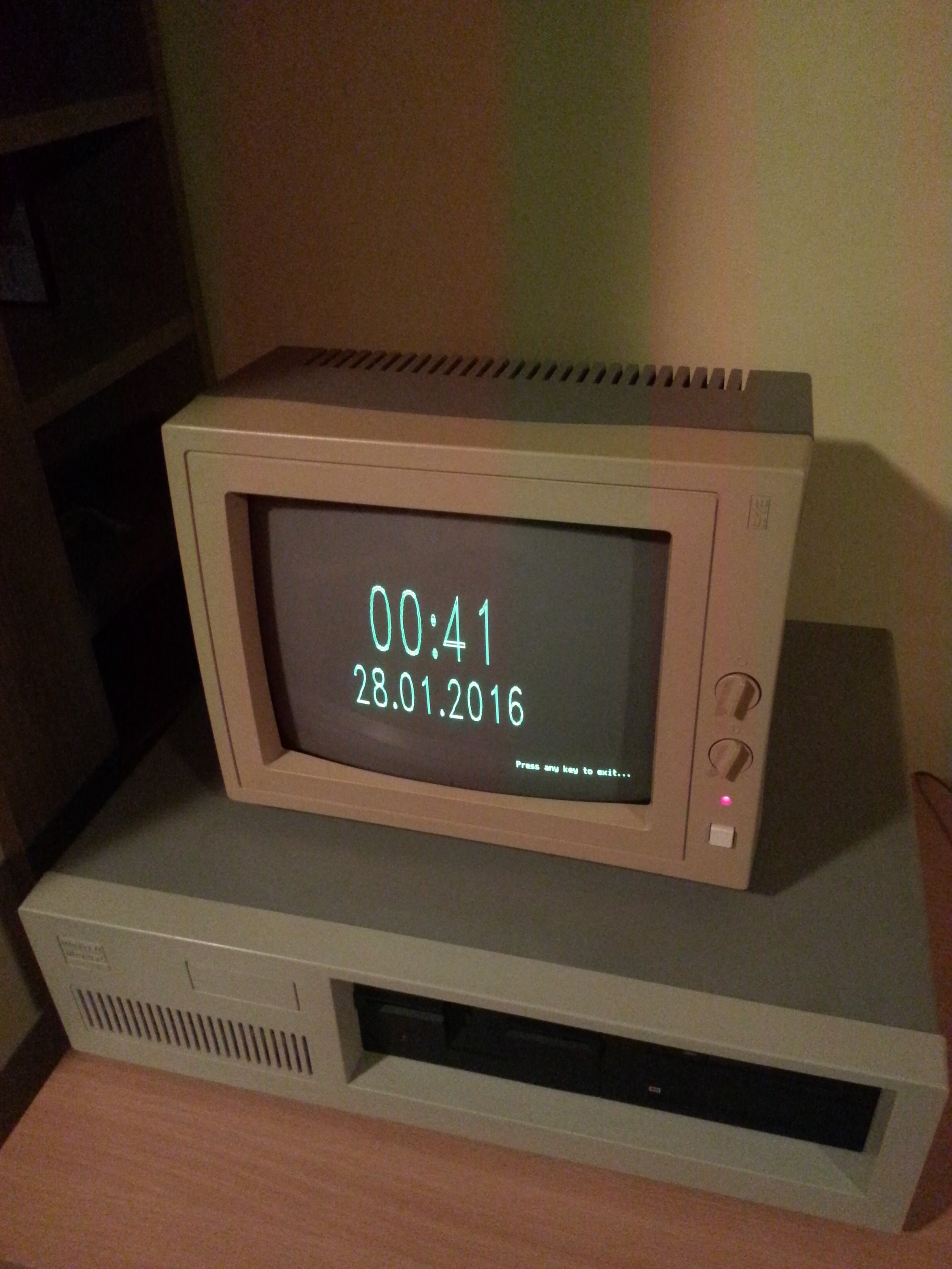 Digital clock for my PC XT compatible, or having fun with Borland Graphics Interface (BGI)